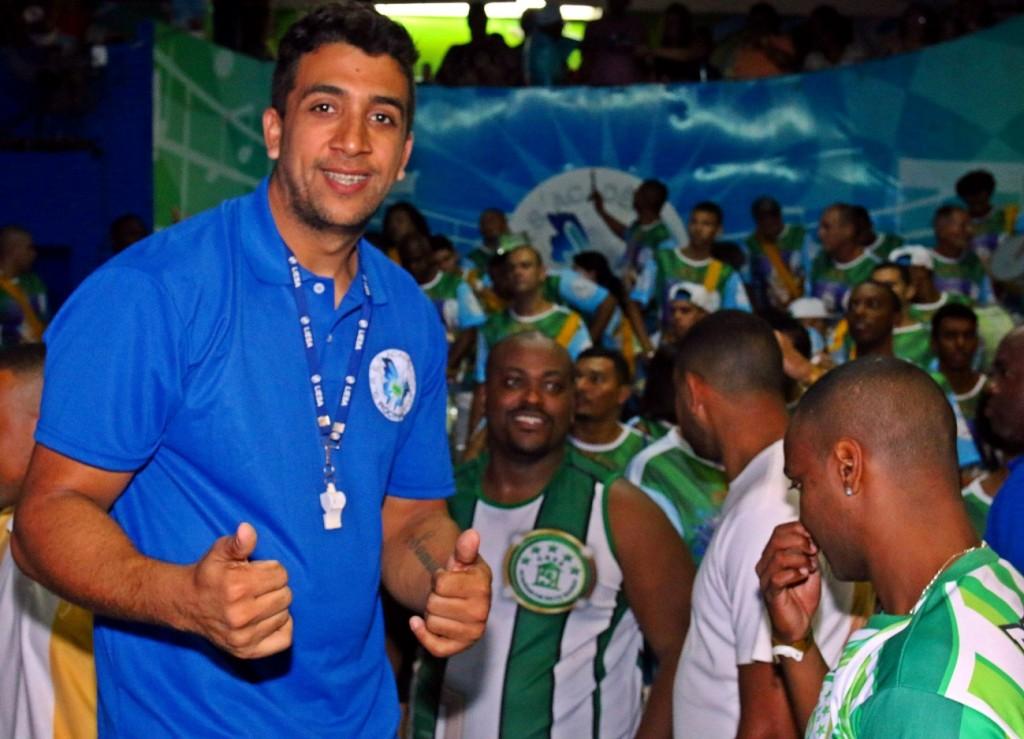 Júnior, mestre de bateria da Rocinha (Foto: Carlos Lucio / Divulgação)